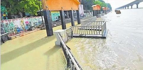 बिहार में और बढ़ा गंगा का पानी, पटना में सभी घाट लबालब