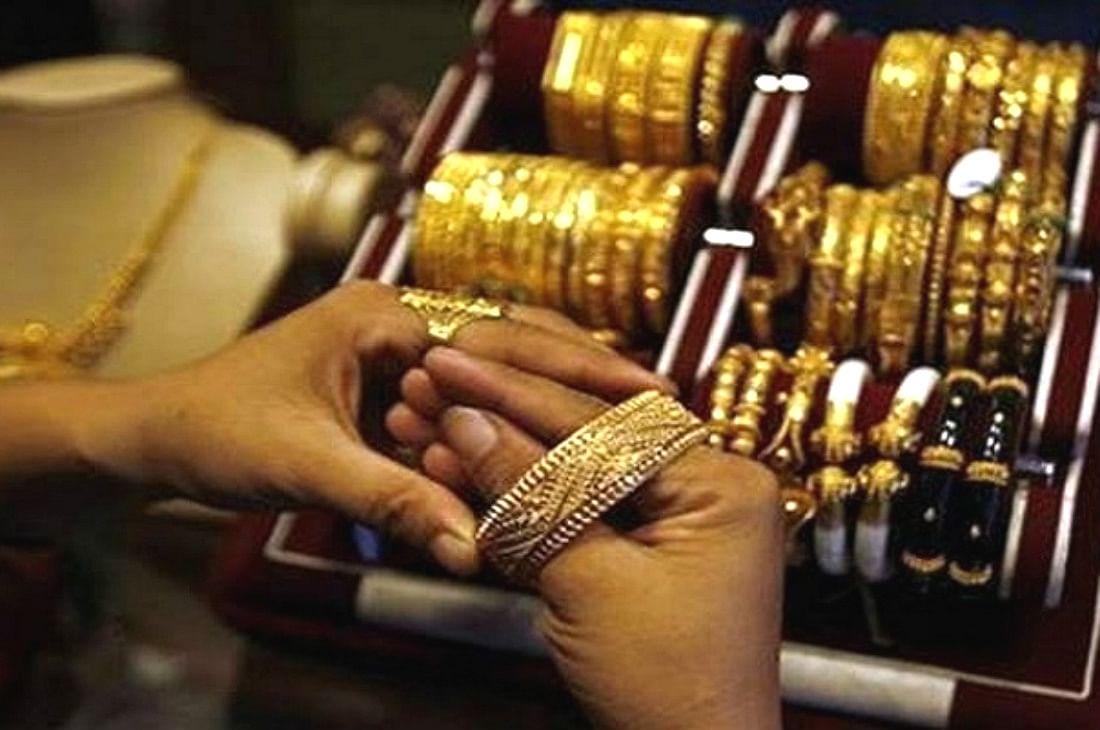 Gold Price Latest Updates : दशहरे से पहले सस्ता हो गया सोना, जानें दिवाली तक कितनी हो सकती है कीमत