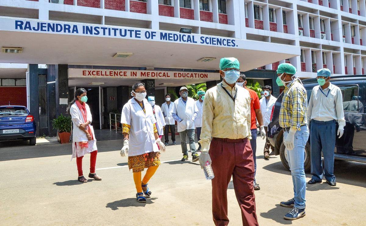 Coronavirius Live update Jharkhand: झारखंड में पहली बार एक दिन में एक हजार से अधिक कोरोना पॉजिटिव केस मिले, अब तक 142 की मौत