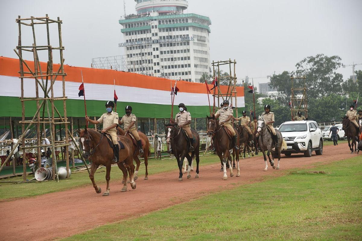 गांधी मैदान में घुड़सवार का प्रवेश