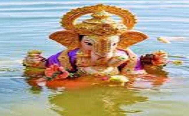 Ganesh Visarjan Vidhi: अनंत चतुर्दशी को किया जाता है गणेश प्रतिमा विसर्जन, जानें गणेश विसर्जन करने के लिए शुभ समय और विधि...