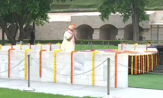 Independence Day 2020 Live Updates : राजघाट पहुंचे पीएम मोदी, महात्मा गांधी को दी श्रद्धांजलि