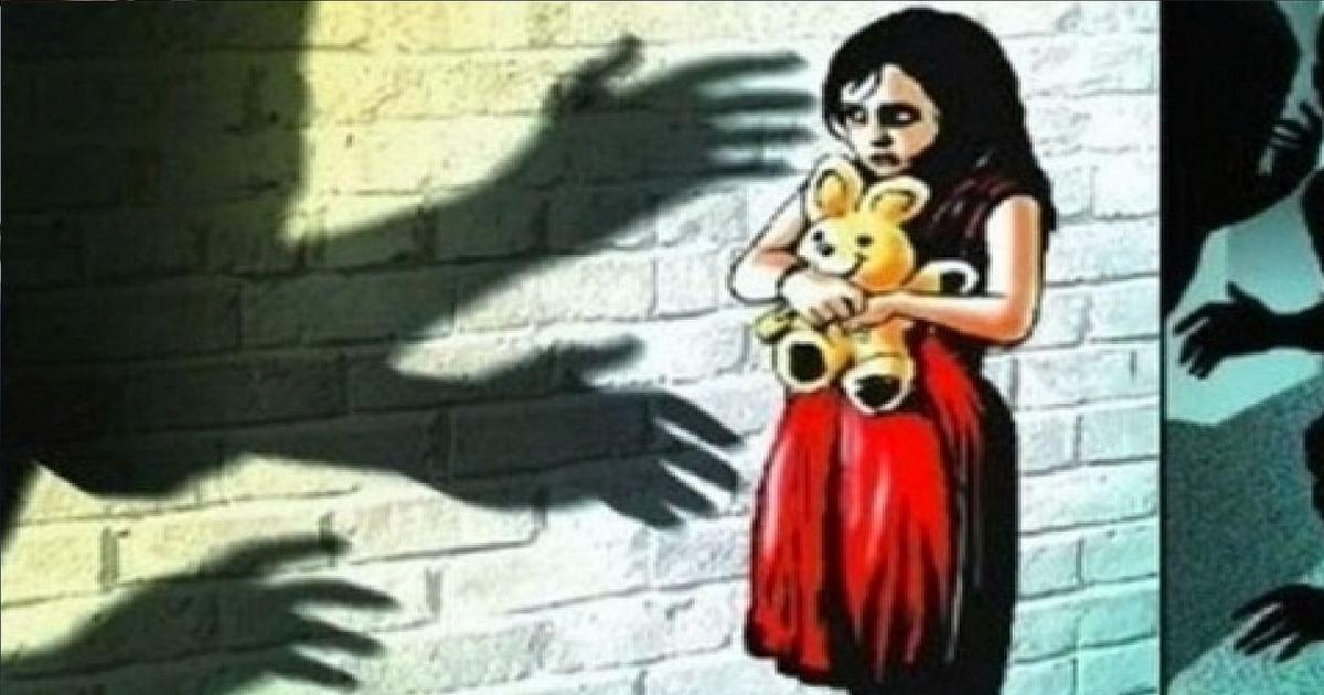 दिल्ली में बच्ची के साथ दरिंदगी करने वाला गिरफ्तार, एम्स में जिंदगी से जंग लड़ रही मासूम