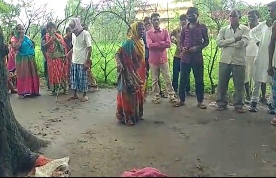 पलामू के रेहला में अपने तीन बच्चों के साथ मां मालगाड़ी के नीचे कूदी, मां-बेटी की मौत, दोनों बच्चों की हालत नाजुक