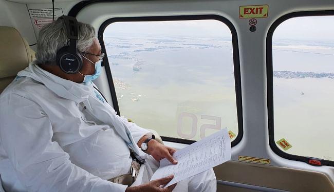मुख्यमंत्री ने गोपालगंज और दरभंगा का लिया हवाई जायजा, राहत शिविर के लोगों की कोरोना जांच कराने और हर ख्याल रखने का दिया निर्देश