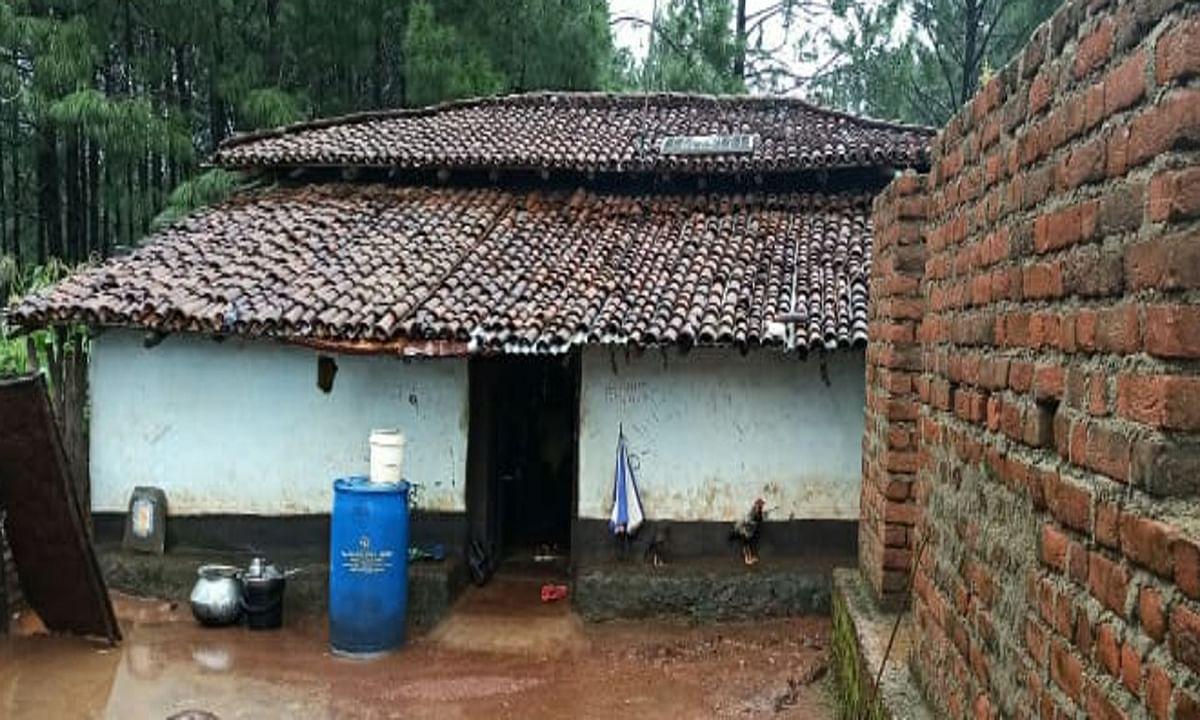 Jharkhand news : मैट्रिक में स्टेट टॉपर बनीं आदिम जनजाति की मुनिता बृजिया का घर.