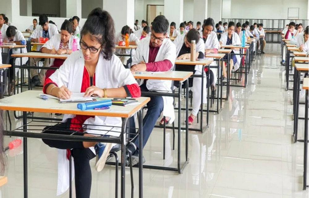 NEET- PG परीक्षा के प्रश्न-पैटर्न बदले, 30 प्रतिशत तक आवेदन शुल्क में भी बढ़ोतरी, जानें परीक्षा तिथि व मेरिट लिस्ट से जुड़ी जानकारी