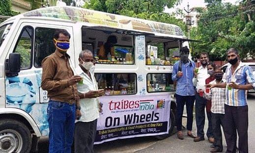 Tribes India on Wheels: कोरोना काल में आदिवासियों को सशक्त व आत्मनिर्भर बनाने झारखंड समेत 11 राज्यों में रवाना हुए 57 मोबाइल वैन