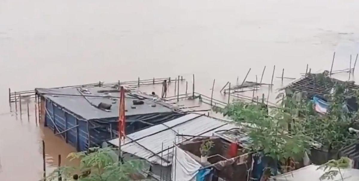 Flood in Bahragora, Jamshedpur: पूर्वी सिंहभूम के कई इलाके बाढ़ से बेहाल, ट्विटर पर मांगी मदद, तो सीएम हेमंत सोरेन ने लिया एक्शन