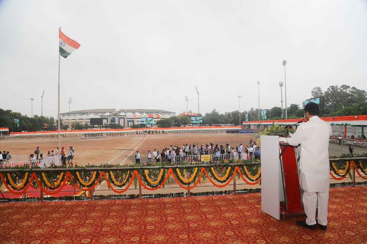 Swatantrata Diwas 2020 : रांची के मोरहाबादी मैदान में सीएम हेमंत सोरेन व दुमका में राज्यपाल द्रौपदी मुर्मू ने किया झंडोत्तोलन
