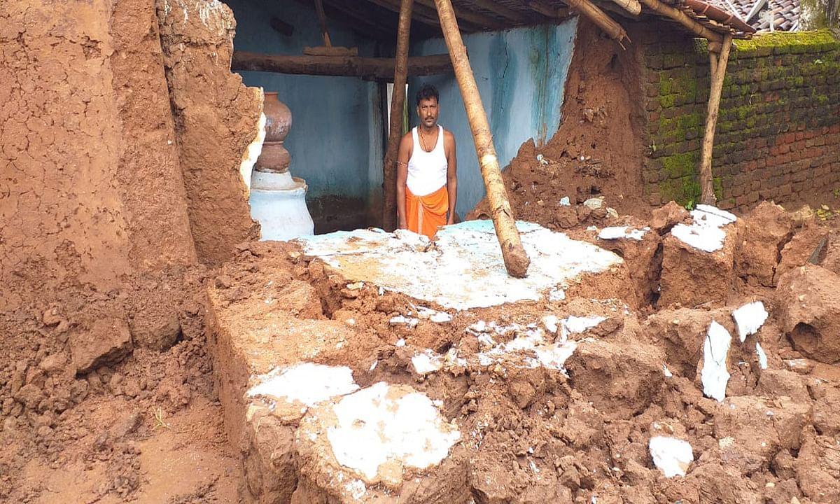 Jharkhand news : लगातार बारिश से कई लोगों के गिरे घर.