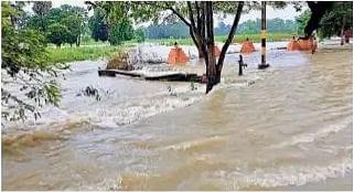 गोपालगंज में स्टेट हाइवे और लिंक सड़कों पर बह रहा बाढ़ का पानी, इसुआपुर संपर्क सड़क भी टूटा