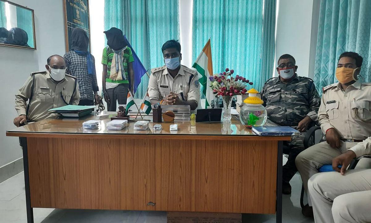 दिन में रैकी कर रात में चोरी करने वाला 2 चोर चैनपुर से गिरफ्तार, 4 गोली भी बरामद