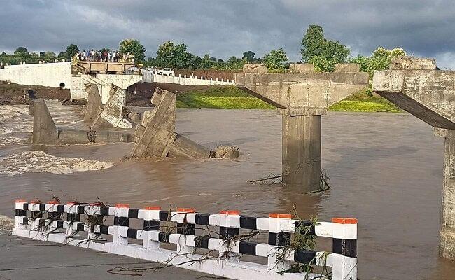 MP Flood: मध्य प्रदेश में उद्घाटन से पहले बहा करोड़ों की लागत से बना पुल