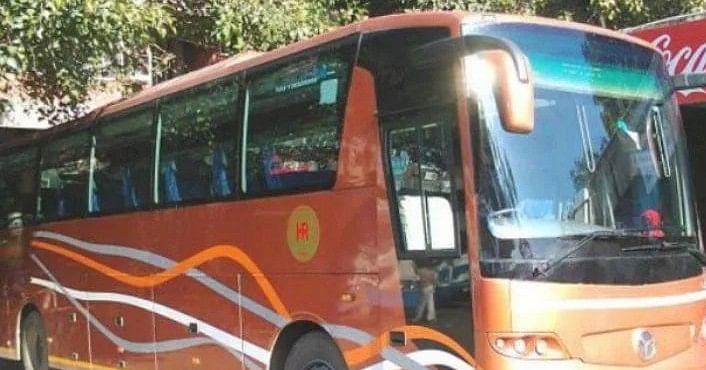 लॉकडाउन खत्म होने के बावजूद लंबी यात्रा से बच रहे लोग, लांग रूट की बसों में यात्रियों का टोटा