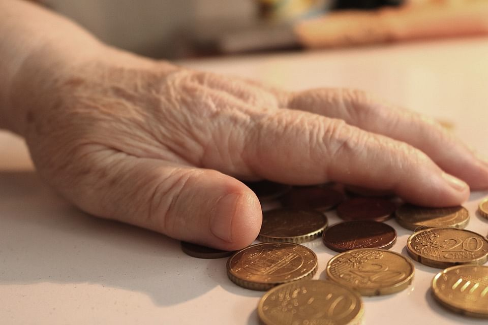 Pension Scheme: न्यूनतम रिटर्न की गारंटी वाली पेंशन स्कीम पेश करेगा पीएफआरडीए
