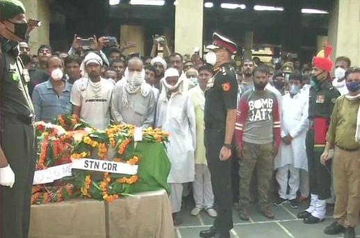 पुलवामा में शहीद हुए जवान प्रशांत शर्मा के पार्थिव शरीर को विदाई देने मुजफ्फरनगर में सड़कों पर उमड़ा जनसैलाब...