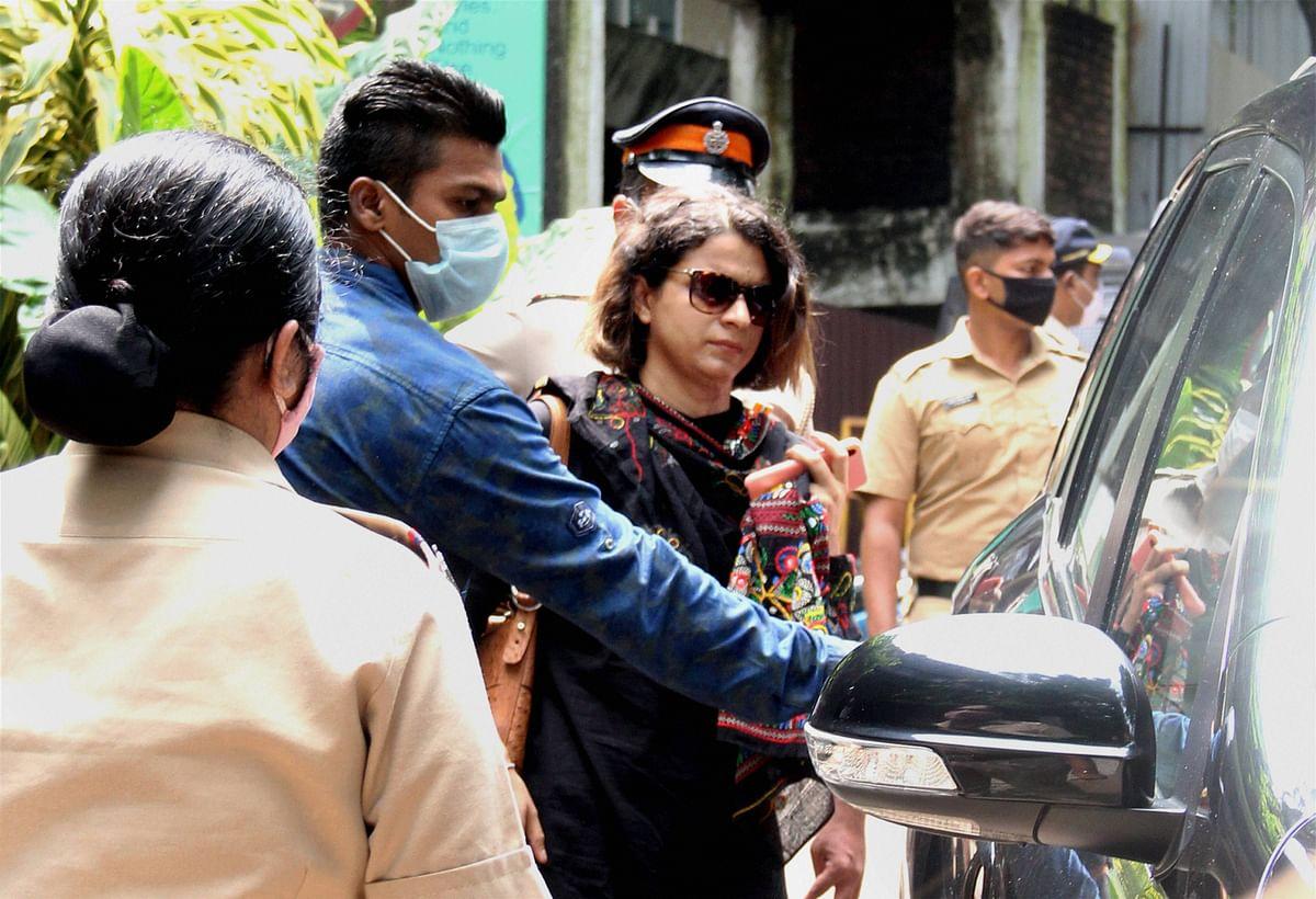 Kangana Ranaut vs Shiv Sena Live Updates : कंगना रनौत को तोड़फोड़ से हुआ 2 करोड़ का नुकसान, BMC के खिलाफ लेंगी क्रिमिनल एक्शन