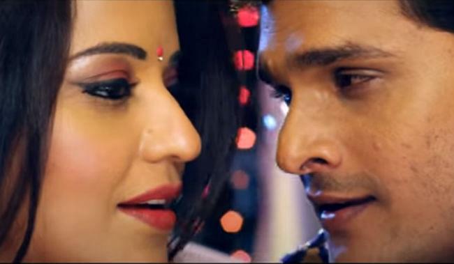 Bhojpuri Song: खेसारी और मोनालिसा का रोमांटिक सॉन्ग 'खाली बतिया से काम...' वायरल, बार बार देखा जा रहा है ये VIDEO
