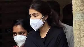 Sushant case: अब मुझे पता चला कि भारत में गांजा क्यों वैध नहीं? रिया की गिरफ्तारी पर 'अलीगढ़' के निर्देशक का तंज