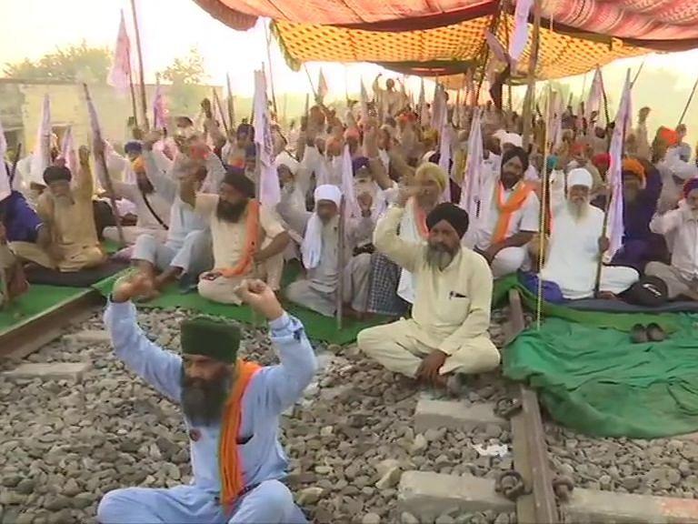 Krishi Bill 2020: पंजाब में सातवें दिन जारी है किसानों का रेल रोको आंदोलन, कृषि कानून के समर्थन में हरियाणा में ट्रैक्ट्रर रैली
