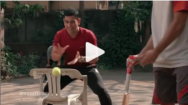 IPL 2020: आईपीएल से पहले गली क्रिकेट खेलते दिखे धौनी, रोहित, धवन और बुमराह, VIDEO में देखें उनका अंदाज