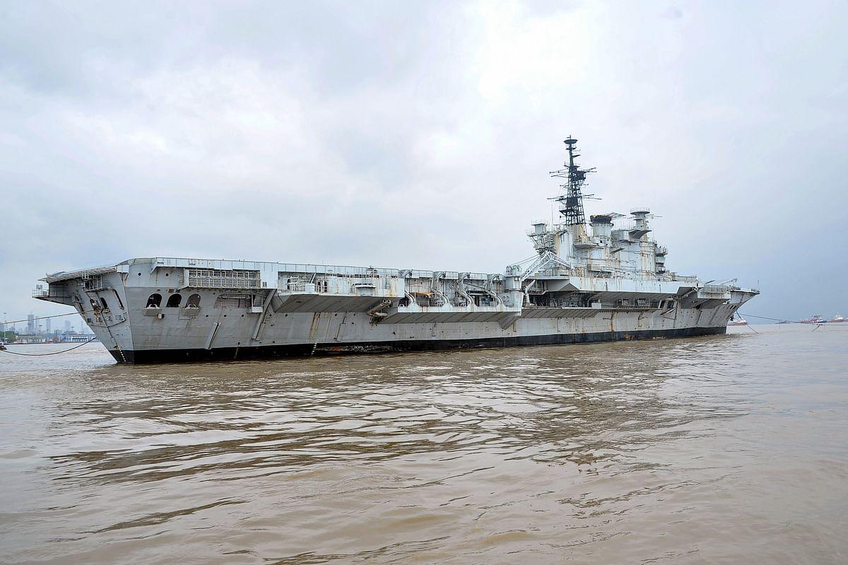 तस्वीरों में कैद INS विराट का आखिरी सफर, 30 सालों तक रहा भारतीय नौसेना का हिस्सा