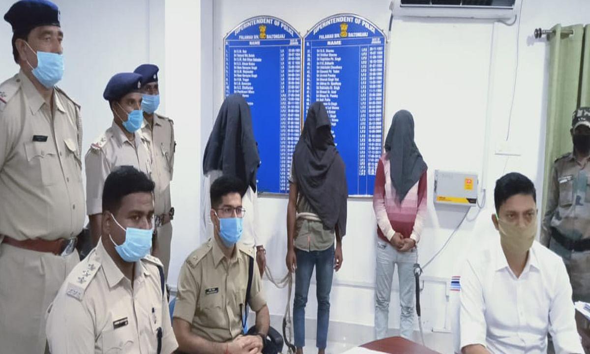 पलामू के मुरारी ज्वेलरी लूटकांड मामले में 4 आरोपी गिरफ्तार, एक किलो चांदी समेत करीब 3 लाख रुपये बरामद