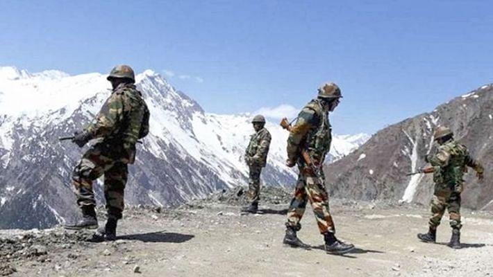 India-China Border Dispute: लद्दाख के पैंगोंग के उत्तरी किनारों से चीन ने उखाड़े तंबू-बंकर, भारत की दृढ़ता के आगे झुका चीन
