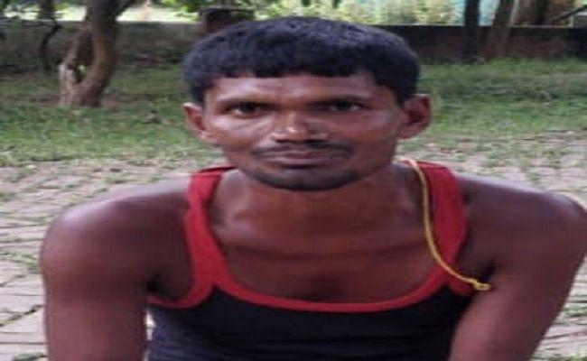 धनबाद इंटरसिटी एक्सप्रेस पर हमले का आरोपी नक्सली देशी कट्टा के साथ गिरफ्तार