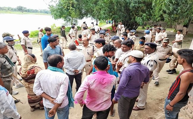 बिहार के सीवान में छापेमारी करने गयी उत्पाद विभाग की टीम पर शराब के धंधेबाजों ने किया हमला, इंस्पेक्टर सहित तीन पुलिसकर्मी जख्मी