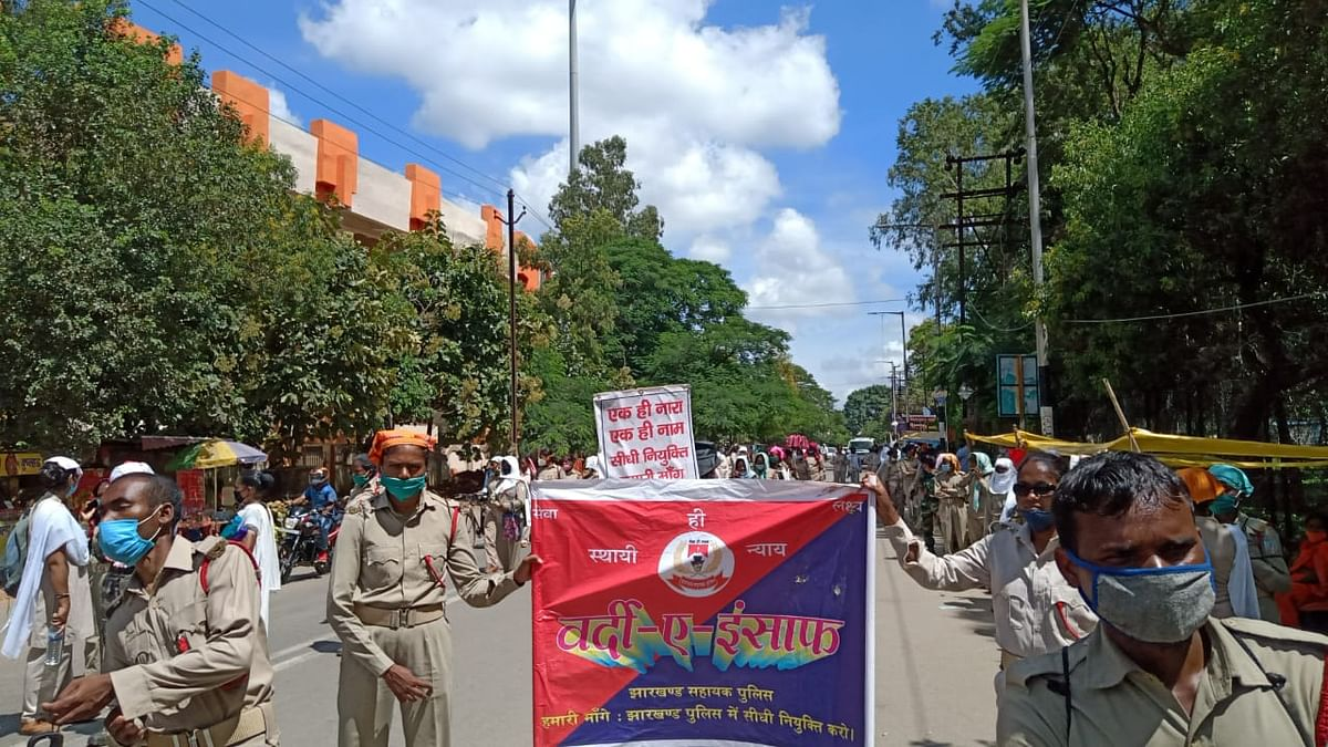 Jharkhand News :  मुख्यमंत्री आवास का घेराव करने निकले झारखंड के सहायक पुलिसकर्मी वापस लौटे, जानिए क्या हैं इनकी मांगें ?