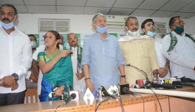 कांग्रेस के दो विधायकों ने पार्टी छोड़ जेडीयू का थामा दामन, RJD और RLSP को भी झटका