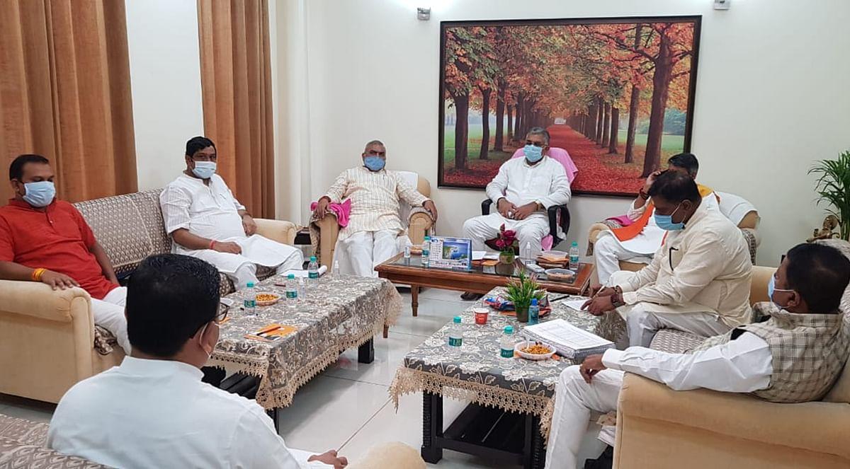 पश्चिम बंगाल की ममता बनर्जी सरकार को उखाड़ फेंकने के लिए दिल्ली में तैयार हो रहा प्लान