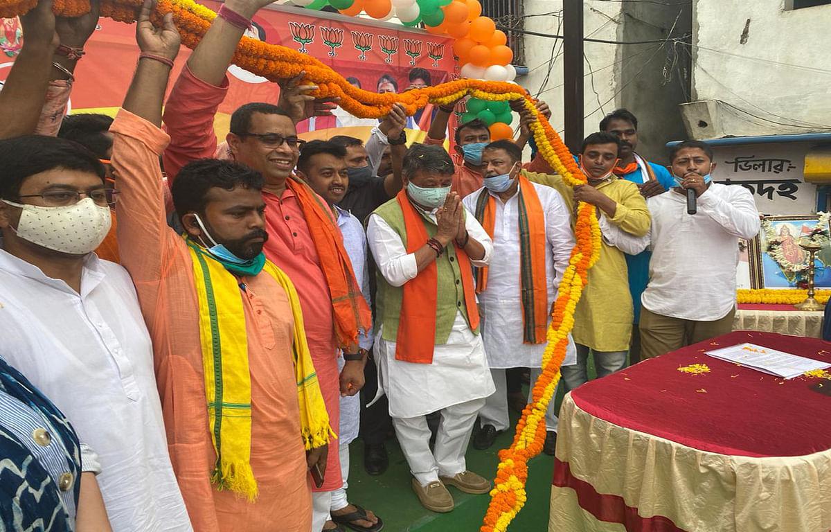 बंगाल की मुख्यमंत्री पर भाजपा का बढ़ा हमला, विजयवर्गीय ने कहा- भ्रष्टाचार में डूबी है राज्य की ममता सरकार