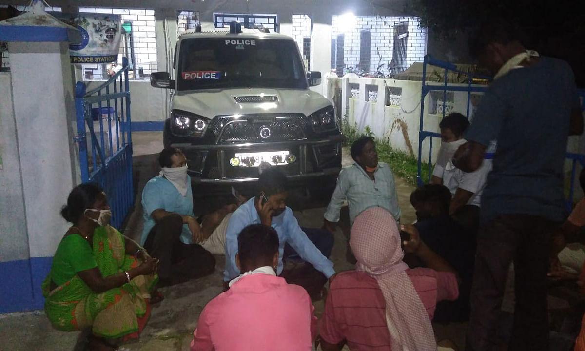 भाजपा नेताओं के दबाव में झुकी पुलिस, हिरासत में लिए नेता को किया मुक्त, चितरंजन थाना में हुआ था प्रदर्शन