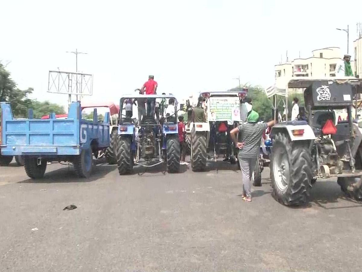 Krishi Bill 2020, Farmers Strike Live Update : कृषि बिल के खिलाफ देश भर में किसानों का प्रदर्शन, नर कंकाल लेकर विरोध कर रहे तमिलनाडु के किसान