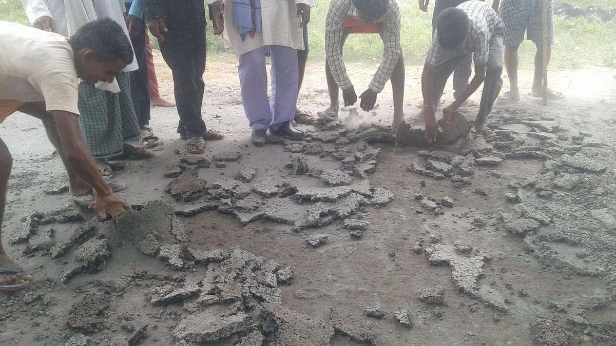 Jharkhand News : ठीक से बनी भी नहीं कि पलामू में टूटने लगी सड़क, ग्रामीणों में आक्रोश, पूर्व जिला परिषद सदस्य ने कही ये बात...