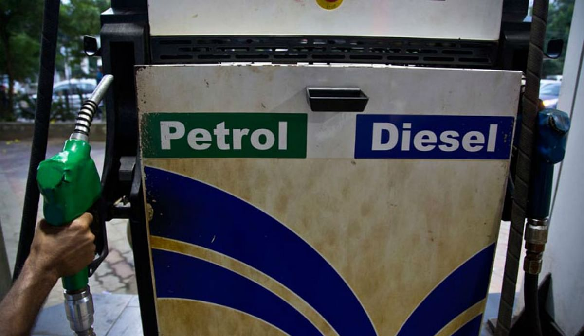 Petrol-Diesel price : 6 महीने में पहली बार घटा डीजल का दाम, पेट्रोल में कोई बदलाव नहीं, जानिए आज किस भाव बिका डीजल...