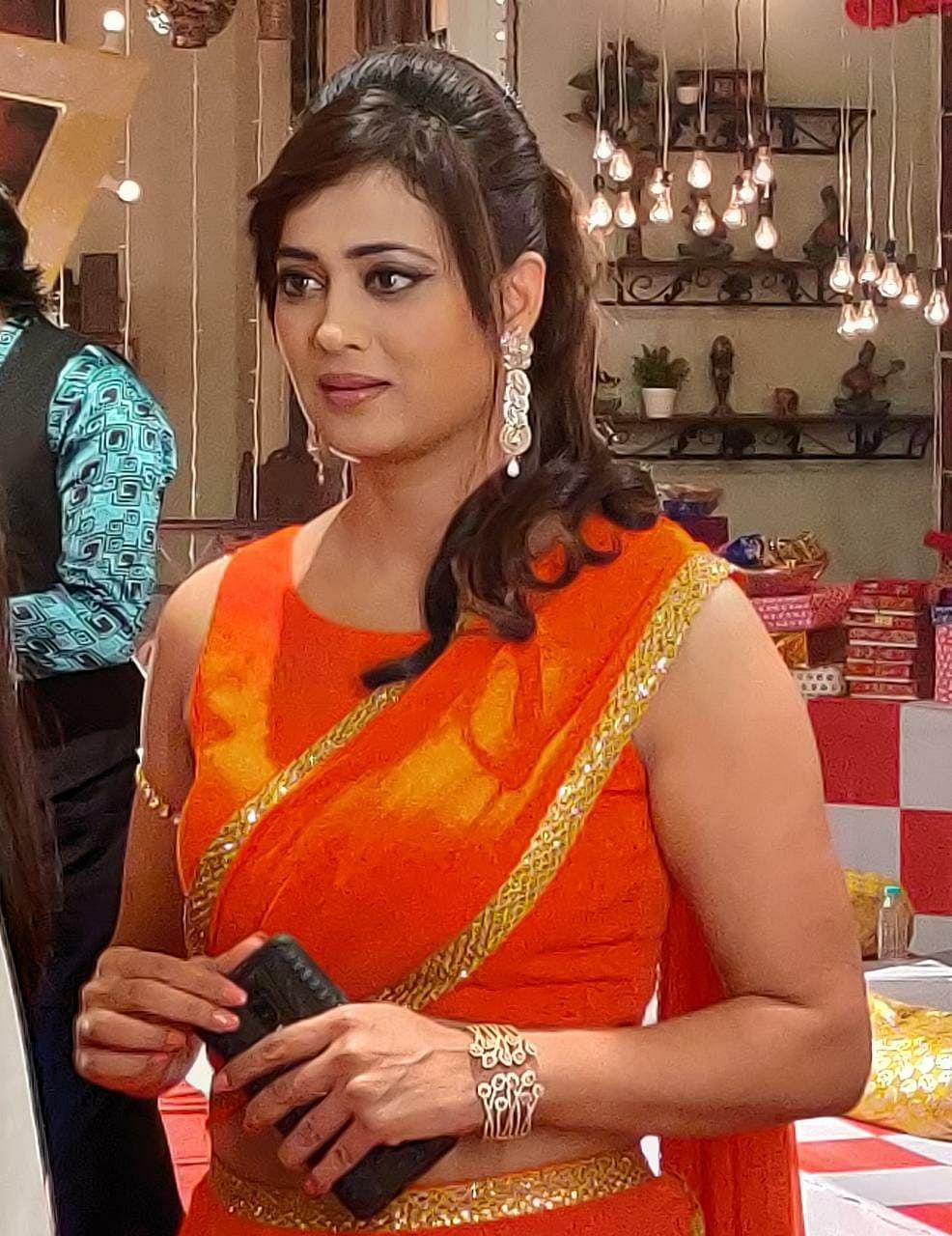 mere dad ki dulhan actress shweta tiwari seen in mumtaz saree look see special pictures of amber guneet music sangeet marriage ceremony latest update bud   Mere Dad Ki Dulhan : मुमताज़