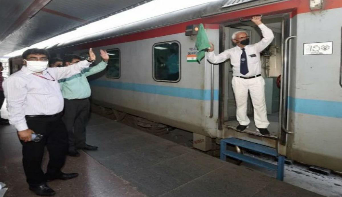 ट्रेनों के टाइम टेबल को बदलने जा रहा है Indian Railways और 500 रेलगाड़ियों को करेगा बंद, पढ़िए पूरी खबर...