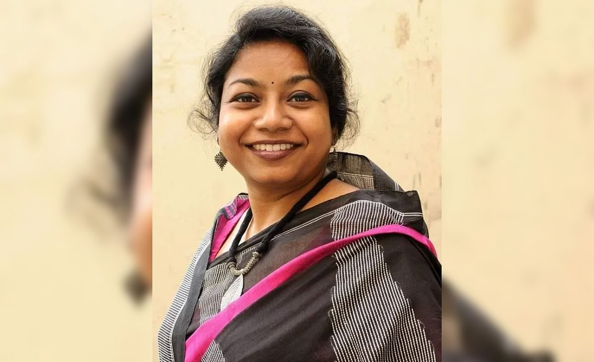 कोरोना की वजह से परीक्षा टालने की सलाह दी, तो आदिवासी महिला प्रोफेसर मरूना मुर्मू को फेसबुक पर कहे जातिवादी अपशब्द