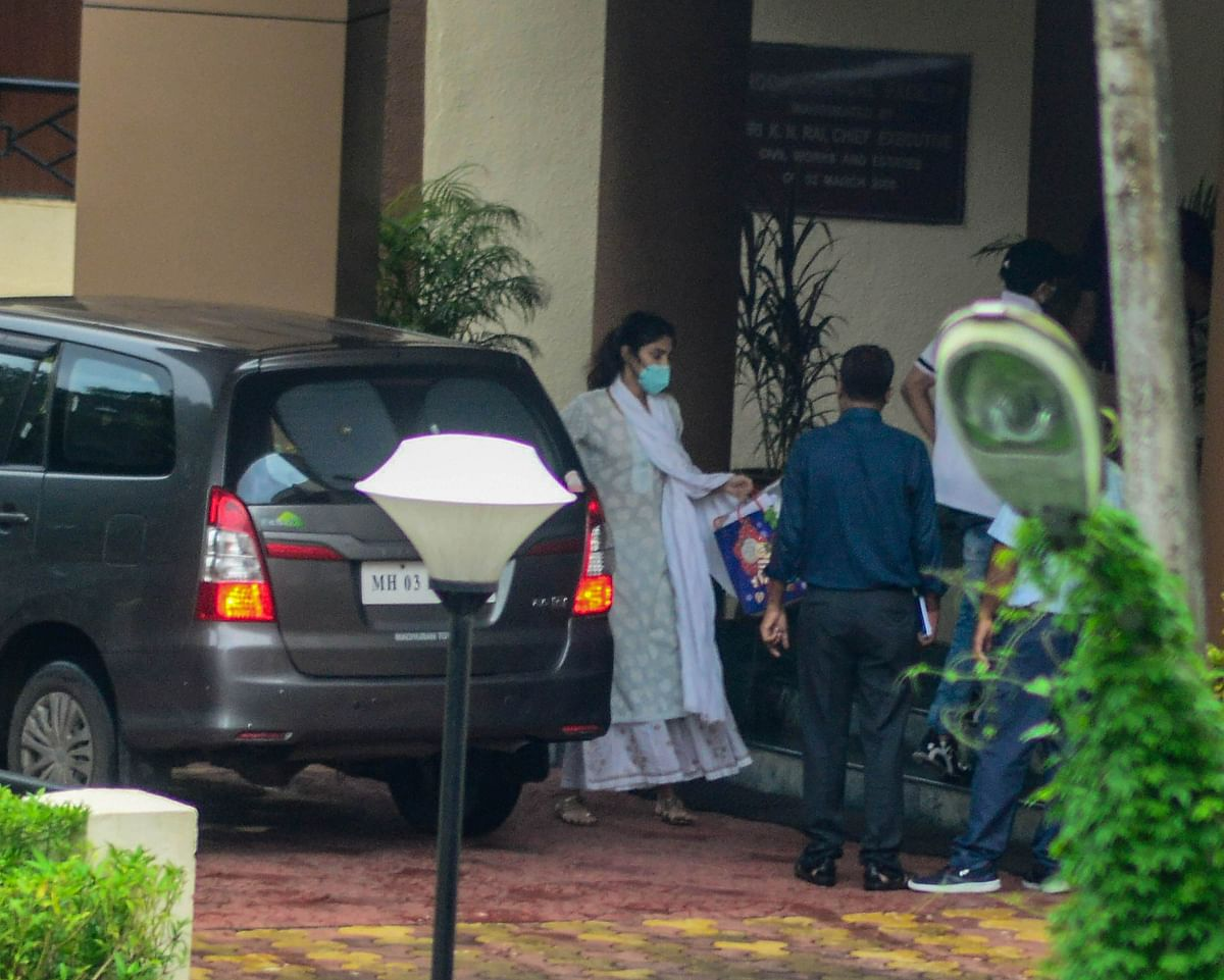 Reha Chakraborty Updates : रिया चक्रवर्ती की जमानत याचिका खारिज, अब खटखटाएंगी हाई कोर्ट का दरवाजा