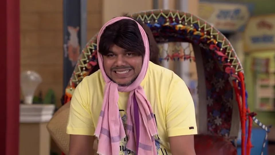Bhabhiji Ghar Par Hai : बिना डायलॉग के खूब हंसाता है 'पेलू रिक्शावाला', जानें एक एपिसोड से कितना कमाते हैं 'अक्षय पाटिल'