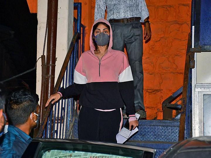 Rhea Chakraborty Arrest: NDPS एक्ट के तहत हुई रिया की गिरफ्तारी, इतने साल बिताने पड़ सकते हैं जेल में