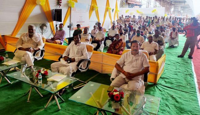 महात्मा गांधी सेतु के समानांतर सेतु के शिलान्यास कार्यक्रम में हाजीपुर में उपस्थित विधायक