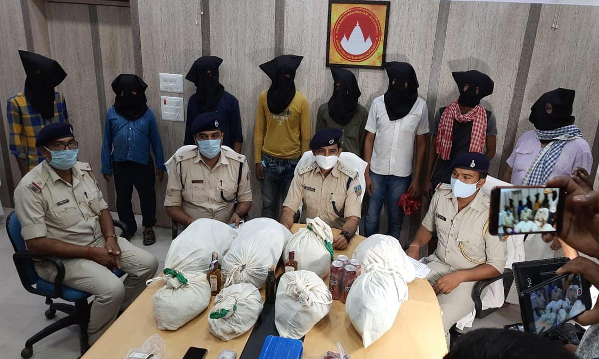 जसीडीह क्षेत्र में बढ़ रहा है नशे का कारोबार, ब्राउन सुगर के बाद करीब 14 किलोग्राम गांजा समेत 8 आरोपी गिरफ्तार