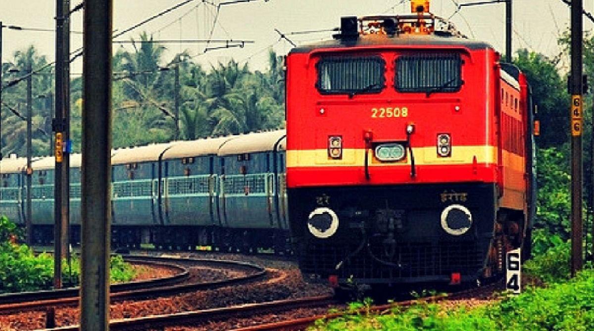 क्या नौकरियों में कटौती के साथ रेलवे का किया जा रहा सम्पूर्ण निजीकरण ? जानें वायरल मैसेज की सच्चाई