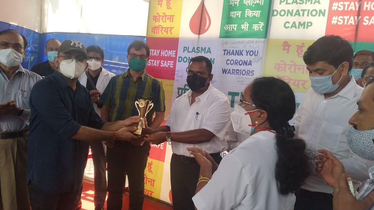 Coronavirus In Jharkhand : स्वास्थ्य मंत्री बन्ना गुप्ता ने कोरोना से जंग जीतकर प्लाज्मा डोनेट करनेवालों को किया सम्मानित
