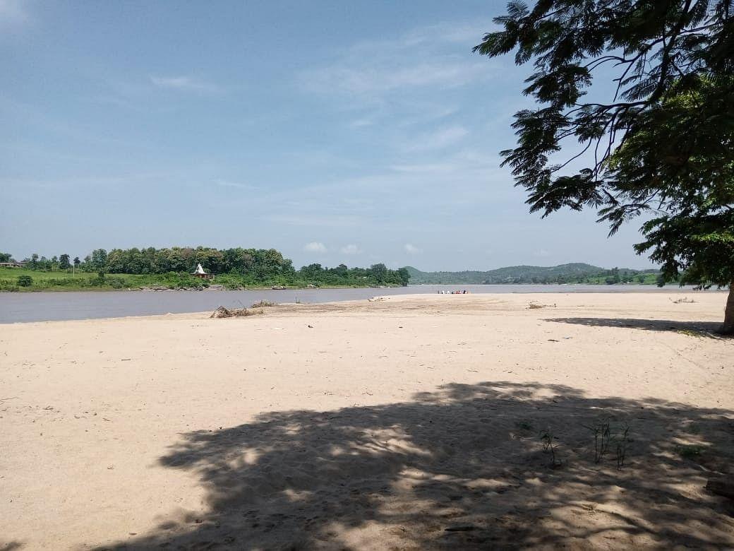 Jharkhand News : पानी की तेज धार में बहे पलामू के तीन लड़के, एक का शव बरामद, पढ़िए लातेहार में कैसे हुआ ये बड़ा हादसा ?